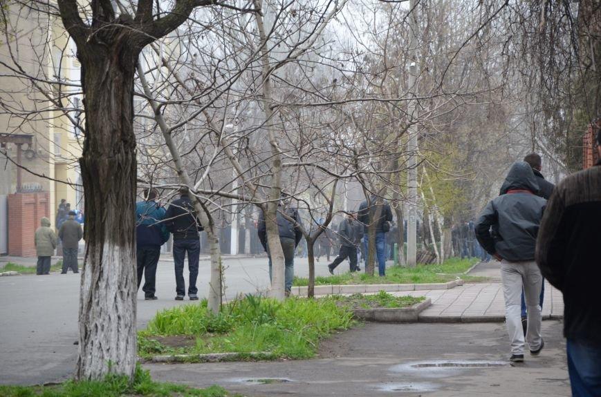 В Мариуполе под стенами ГУ милиции избиты 9 митингующих за единство Украины (ФОТО+ Видео), фото-4