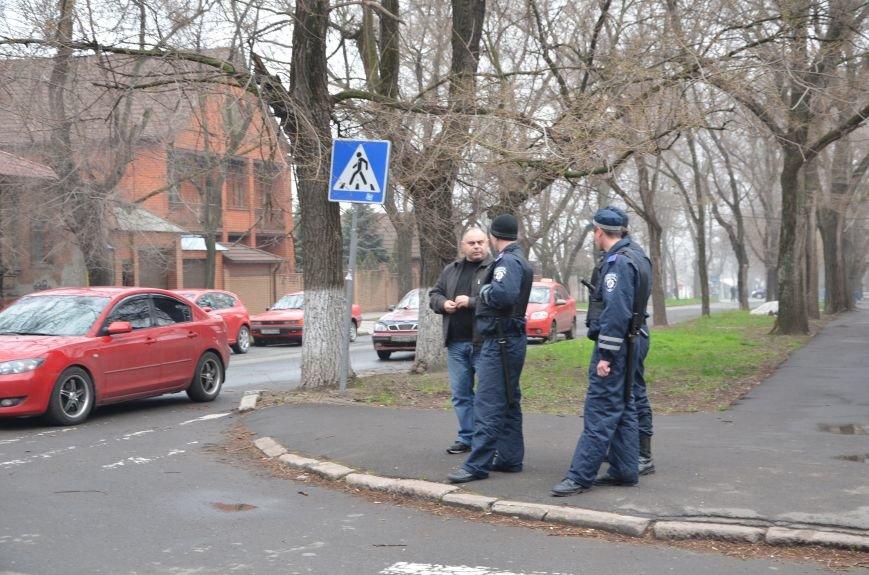 В Мариуполе под стенами ГУ милиции избиты 9 митингующих за единство Украины (ФОТО+ Видео), фото-2