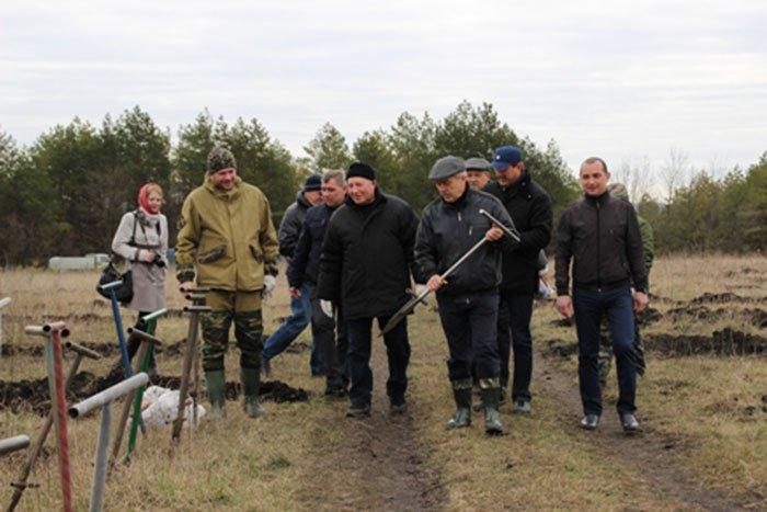 На прошедших выходных Евгений Савченко сажал дубы, а Сергей Боженов розы, фото-2