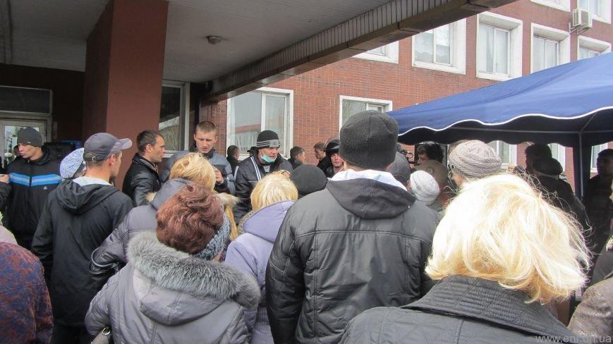 Что сейчас происходит перед зданием Енакиевского горсовета, фото-4