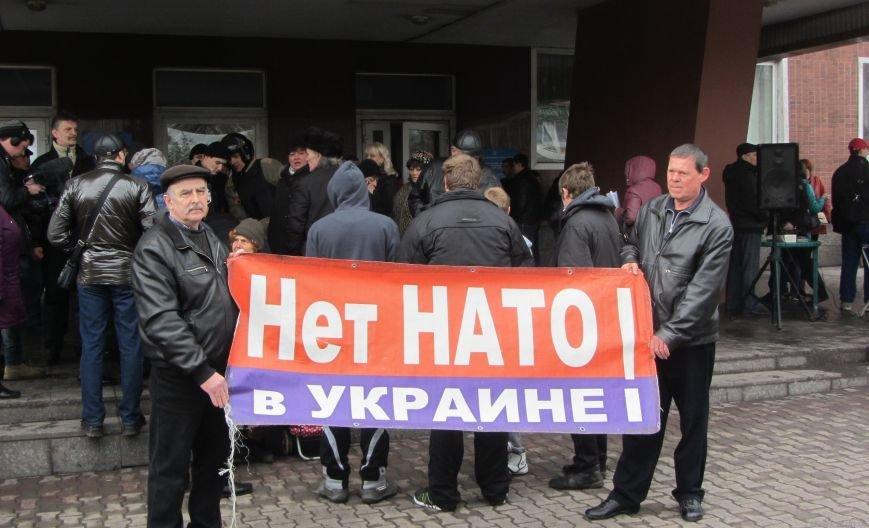 Что сейчас происходит перед зданием Енакиевского горсовета, фото-3