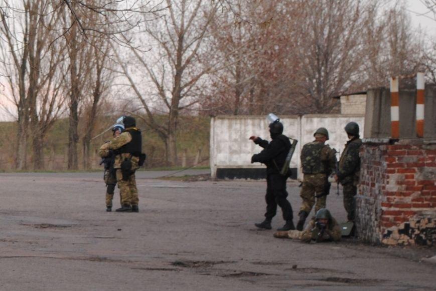 На Краматорском аэродроме высадился десант, были выстрелы. Ситуация напряженная (ФОТО, ВИДЕО), фото-2