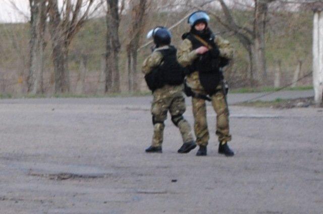 На Краматорском аэродроме высадился десант, были выстрелы. Ситуация напряженная (ФОТО, ВИДЕО), фото-3