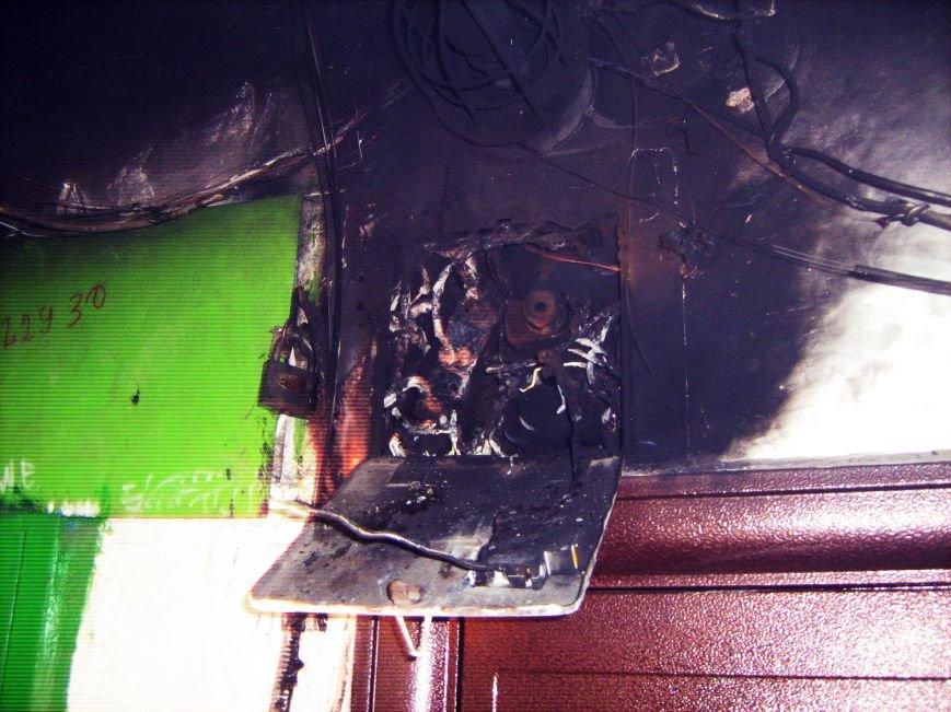 В Днепродзержинске по ул. Димитрова горел подъезд, фото-1