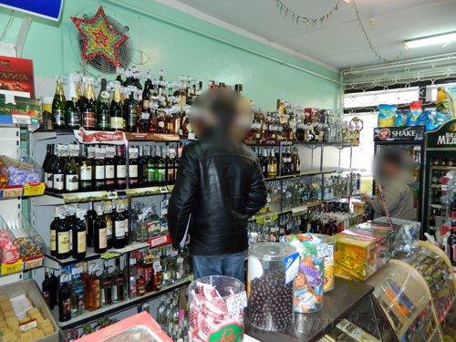 15_04_2014_Mariupol_Narushenie torgovli alkogolem v Primorskom rayone_2