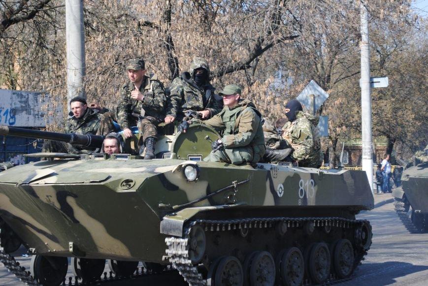 Из Краматорска в сторону Славянска проследовала колонна тяжелой военной техники (ФОТО, ВИДЕО), фото-13