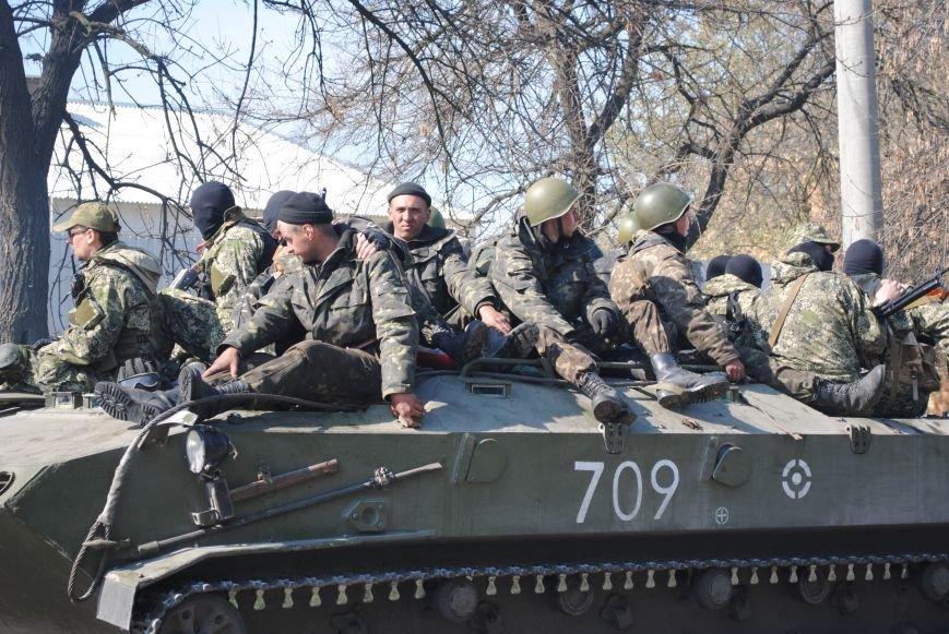 Из Краматорска в сторону Славянска проследовала колонна тяжелой военной техники (ФОТО, ВИДЕО), фото-17