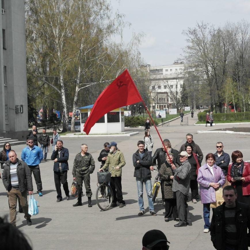 Флаг Донецкой Республики провисел над Красноармейским исполкомом не более 10 минут (ФОТО), фото-5