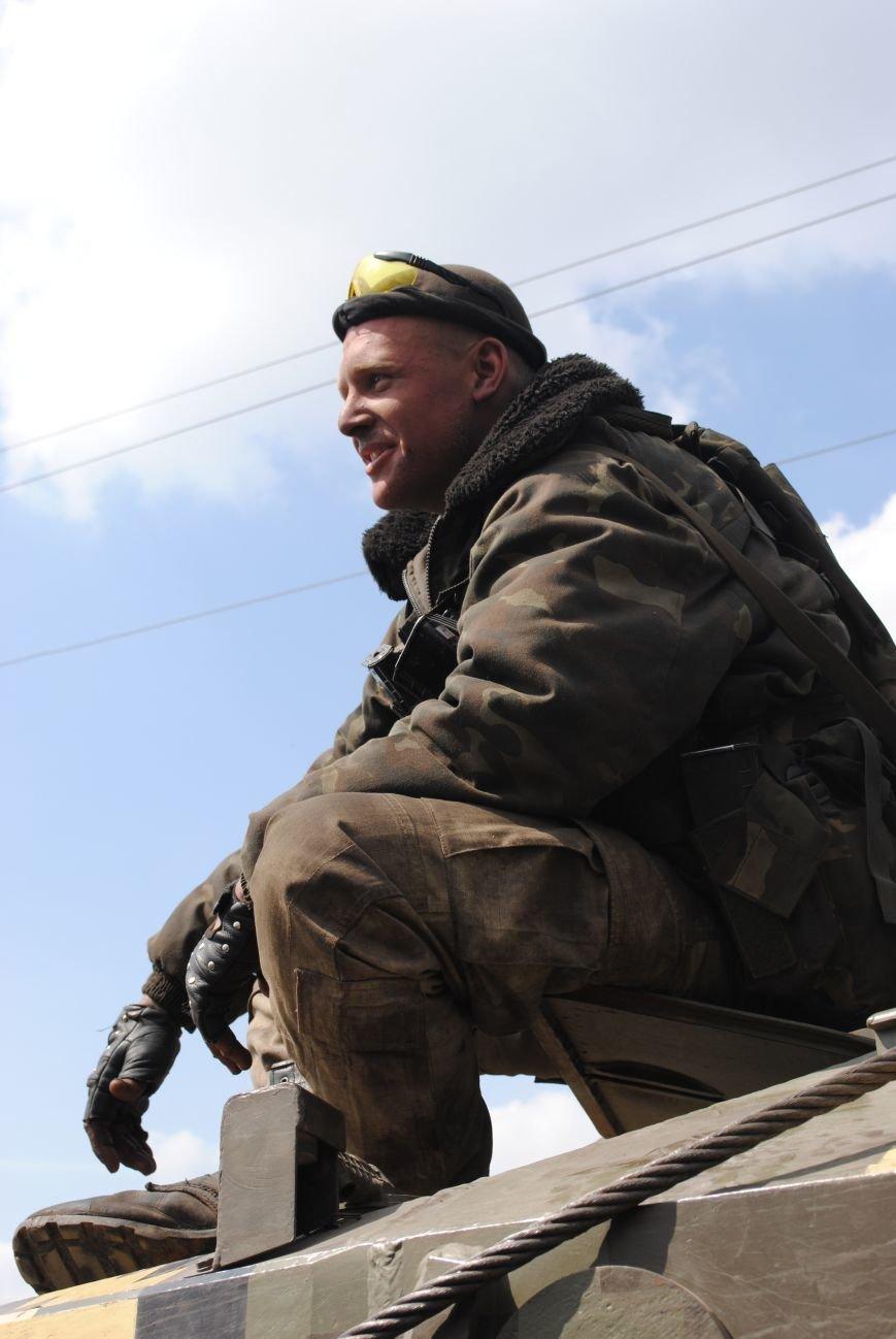 15 БТР с украинской армией в Краматорске переезд на Пчелкино, фото-2