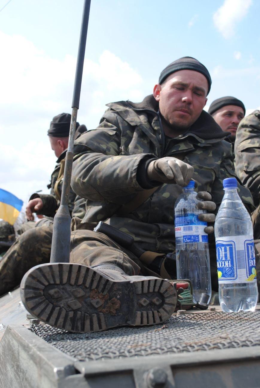 15 БТР с украинской армией в Краматорске переезд на Пчелкино, фото-11