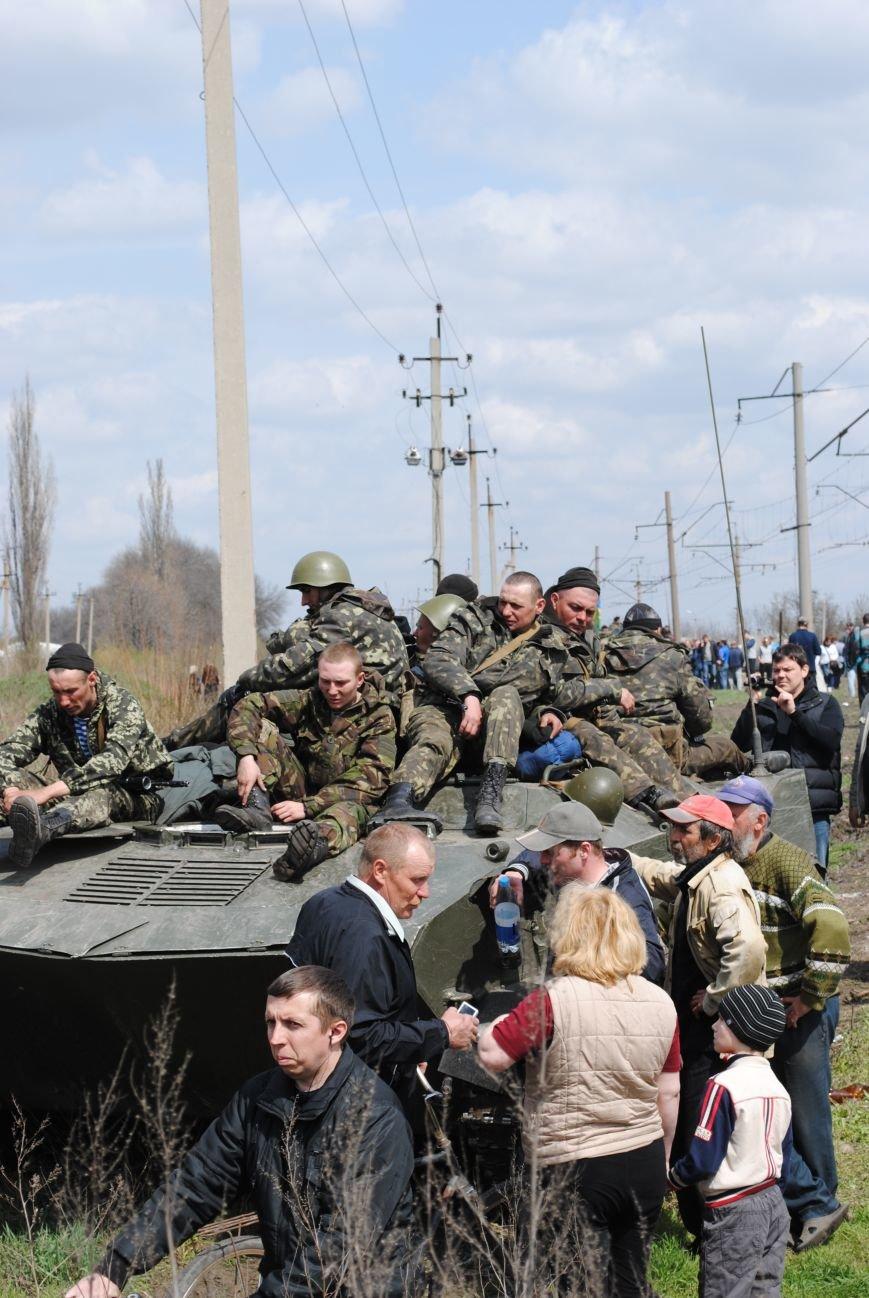 15 БТР с украинской армией в Краматорске переезд на Пчелкино, фото-14