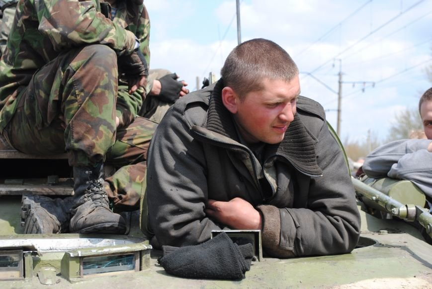 15 БТР с украинской армией в Краматорске переезд на Пчелкино, фото-8
