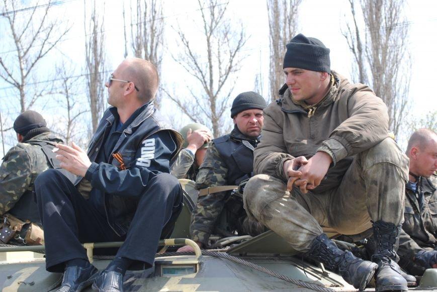15 БТР с украинской армией в Краматорске переезд на Пчелкино, фото-7
