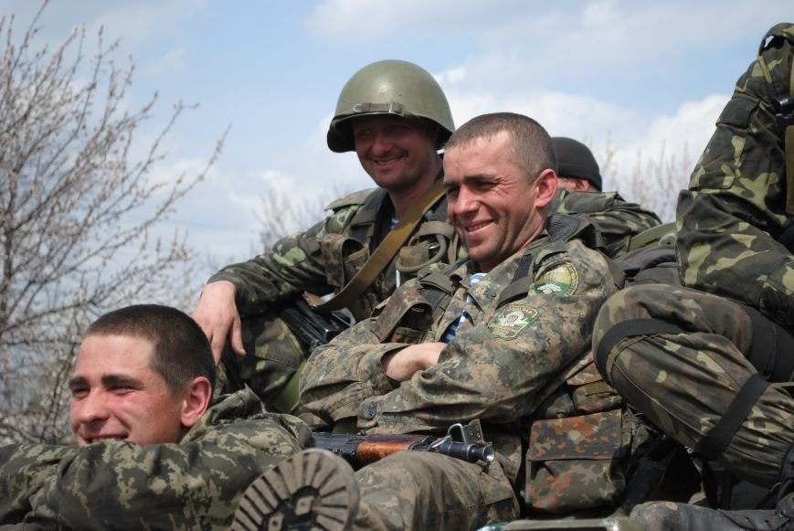 15 БТР с украинской армией в Краматорске переезд на Пчелкино, фото-21