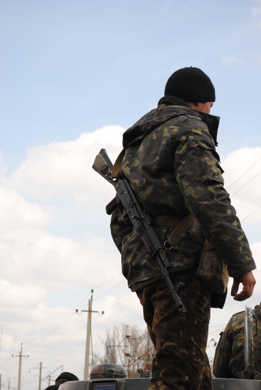 15 БТР с украинской армией в Краматорске переезд на Пчелкино, фото-18