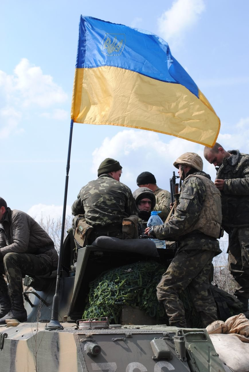 15 БТР с украинской армией в Краматорске переезд на Пчелкино, фото-12
