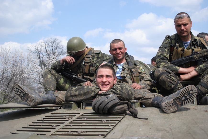 15 БТР с украинской армией в Краматорске переезд на Пчелкино, фото-20
