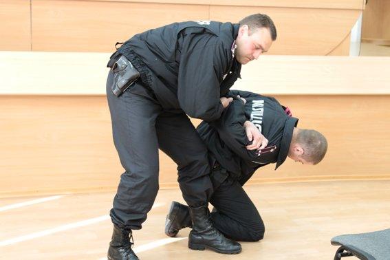 Рівненські міліціонери навчають добровольців патрулювати вулиці, фото-2