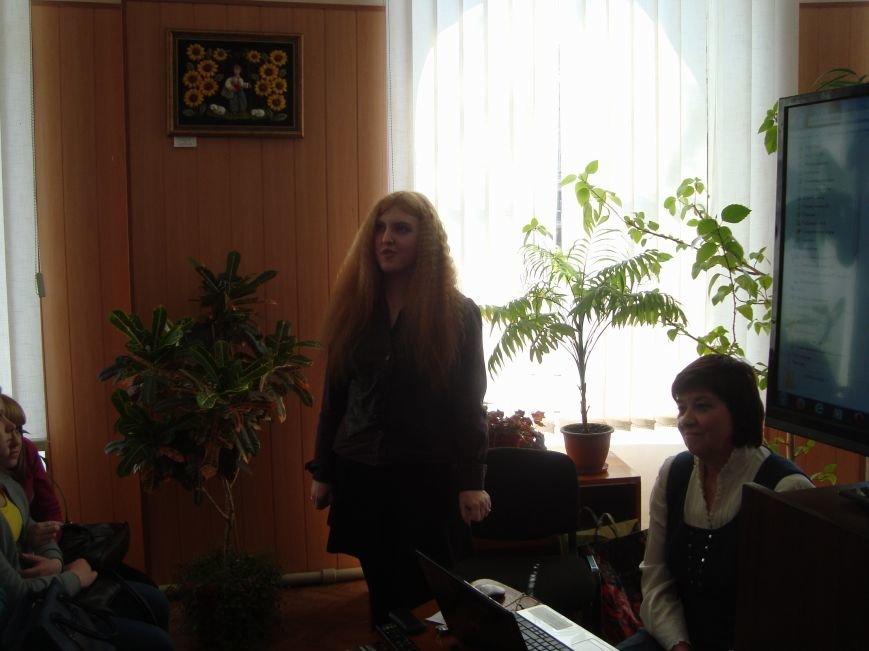 В Днепродзержинской центральной библиотеке звучала лунная соната и стихи Т.Г. Шевченко, фото-5