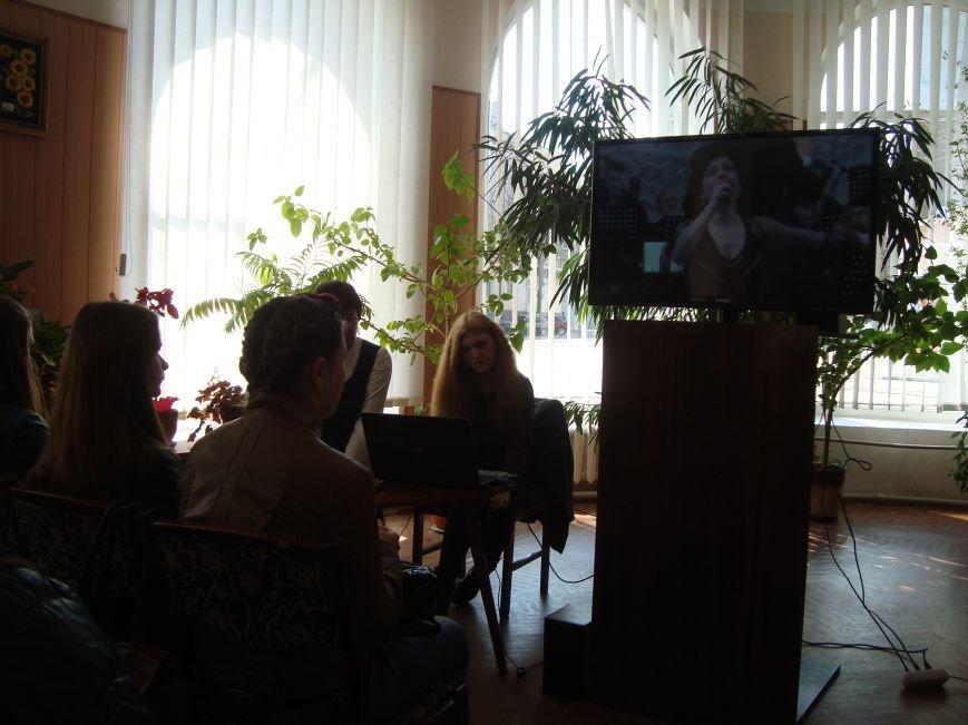 В Днепродзержинской центральной библиотеке звучала лунная соната и стихи Т.Г. Шевченко, фото-4