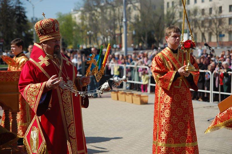 Первые лица Белгорода и области посетили пасхальное богослужение на Соборной площади, фото-8