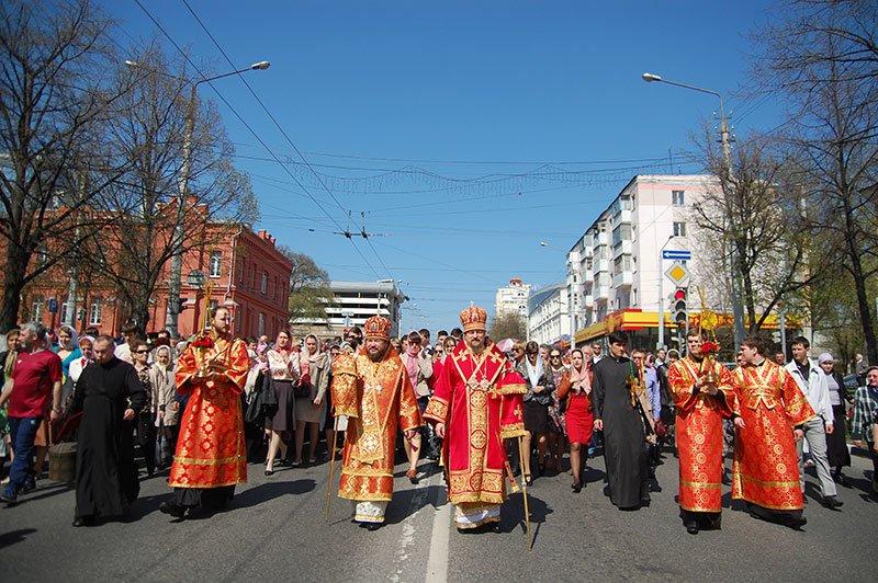 Первые лица Белгорода и области посетили пасхальное богослужение на Соборной площади, фото-2