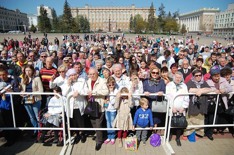 Первые лица Белгорода и области посетили пасхальное богослужение на Соборной площади, фото-9