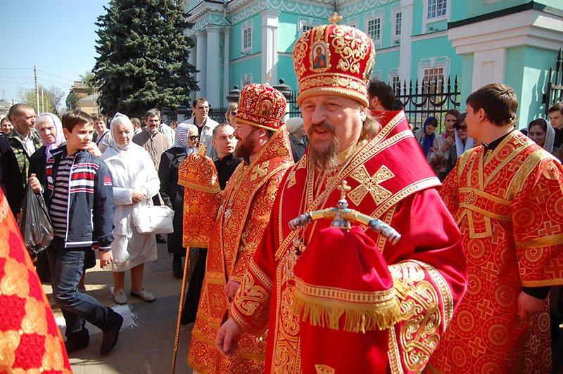 Первые лица Белгорода и области посетили пасхальное богослужение на Соборной площади, фото-1