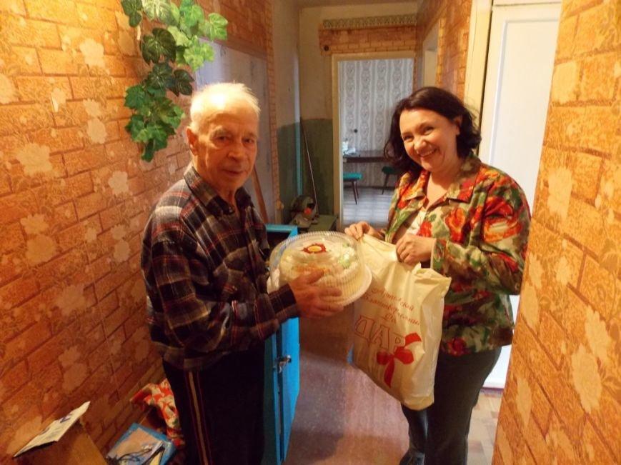 Артемовский благотворительный фонд «ДАР» поздравил ветеранов-инвалидов с Пасхой, фото-4