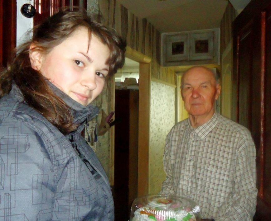 Артемовский благотворительный фонд «ДАР» поздравил ветеранов-инвалидов с Пасхой, фото-11