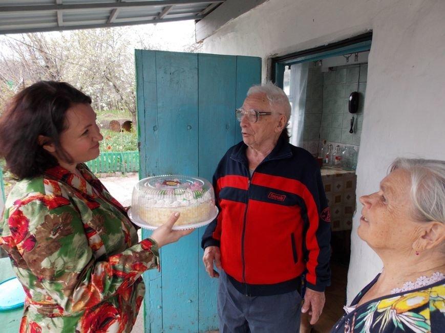 Артемовский благотворительный фонд «ДАР» поздравил ветеранов-инвалидов с Пасхой, фото-6
