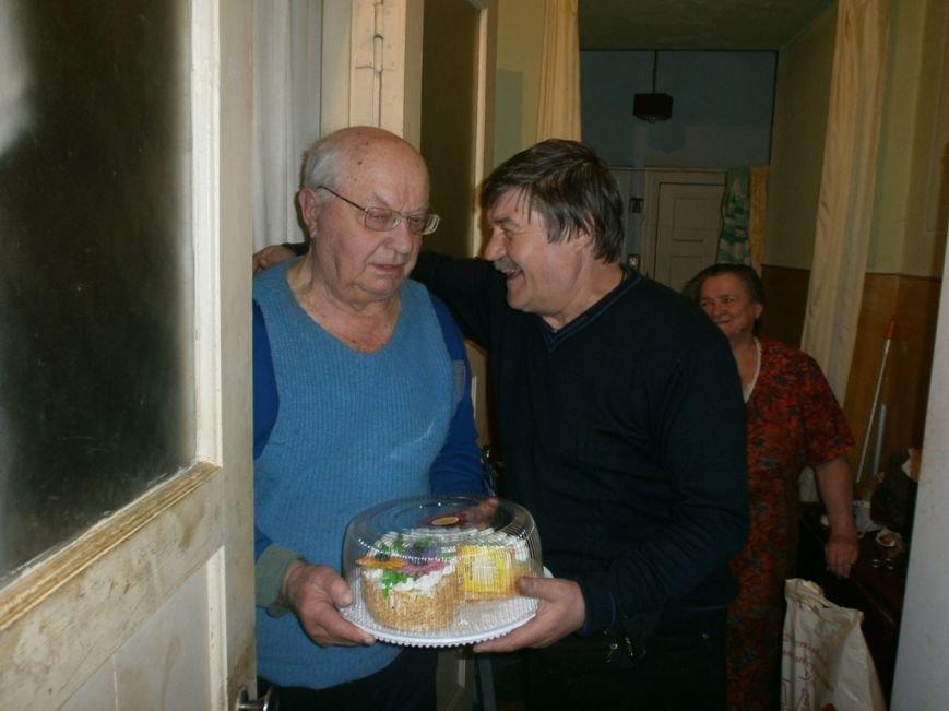 Артемовский благотворительный фонд «ДАР» поздравил ветеранов-инвалидов с Пасхой, фото-8