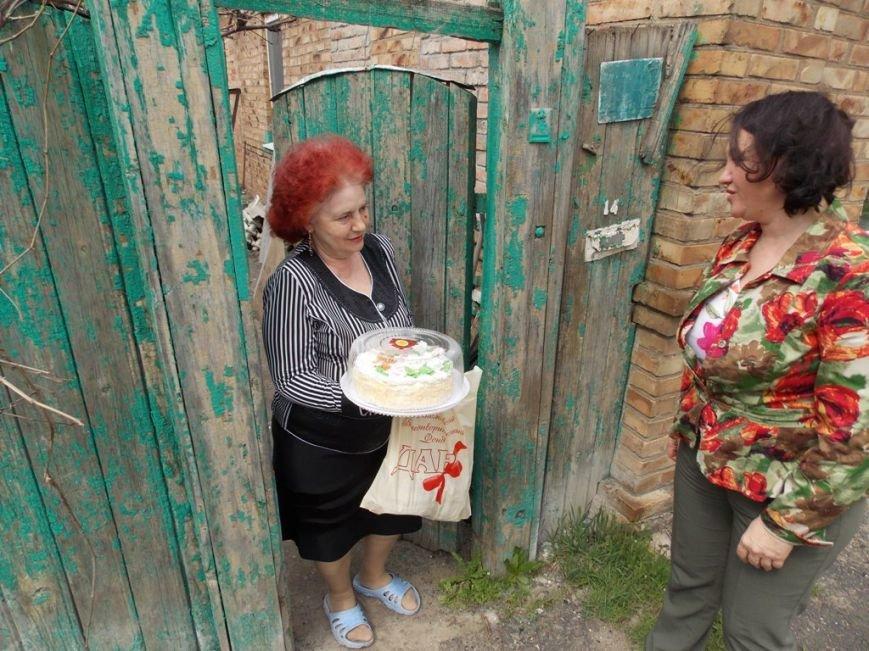 Артемовский благотворительный фонд «ДАР» поздравил ветеранов-инвалидов с Пасхой, фото-3