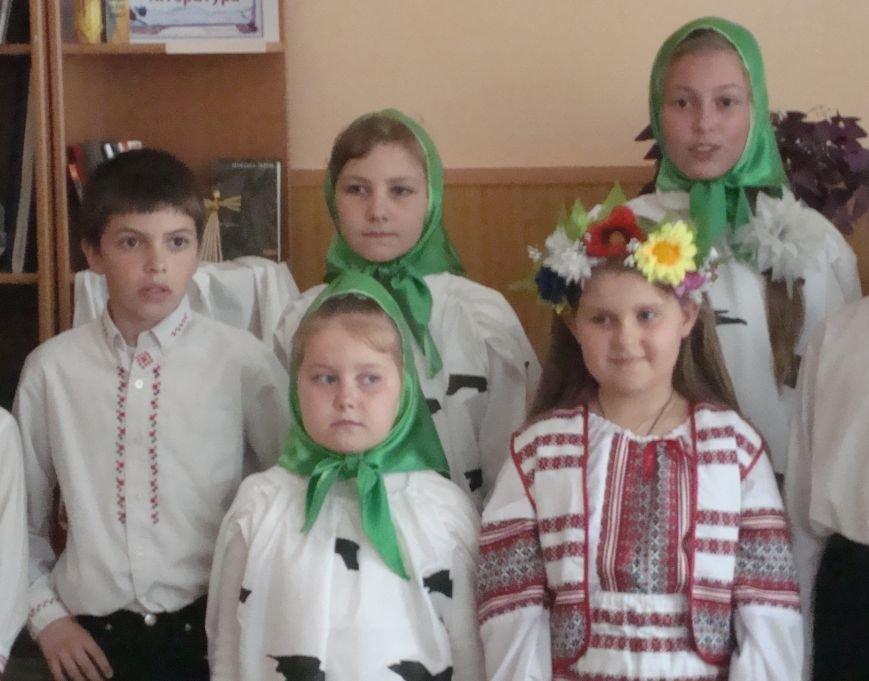 В юношеском отделе Днепродзержинской центральной библиотеки началась неделя православной книги, фото-3