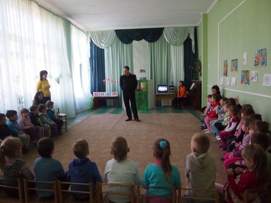 Днепродзержинские спасатели посетили детский садик и школу, фото-1