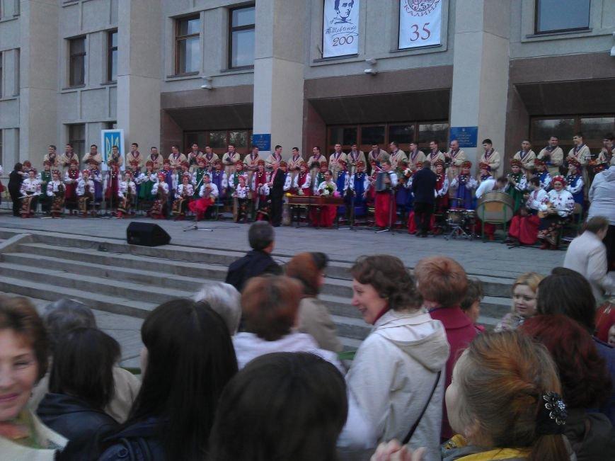 Концерт хору «Калина» біля ОДА  пройшов з аншлагом (Фото), фото-2