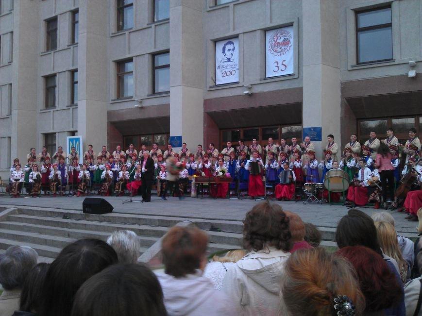 Концерт хору «Калина» біля ОДА  пройшов з аншлагом (Фото), фото-1