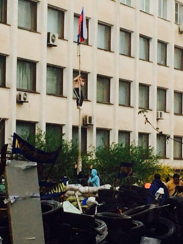 В Мариуполе здание горсовета освободили от захватчиков? (Обновляется+ФОТО, ВИДЕО), фото-30
