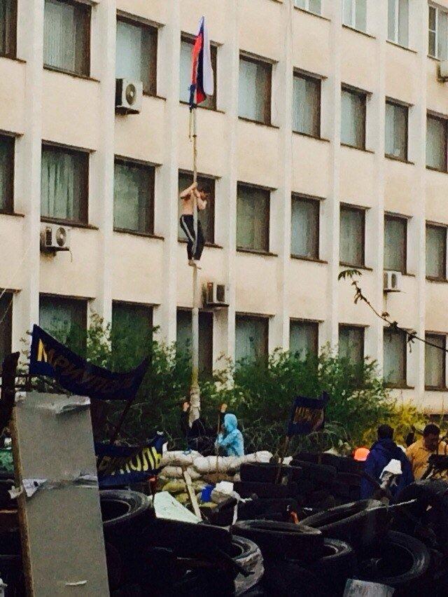 В Мариуполе здание горсовета освободили от захватчиков? (Обновляется+ФОТО, ВИДЕО), фото-1