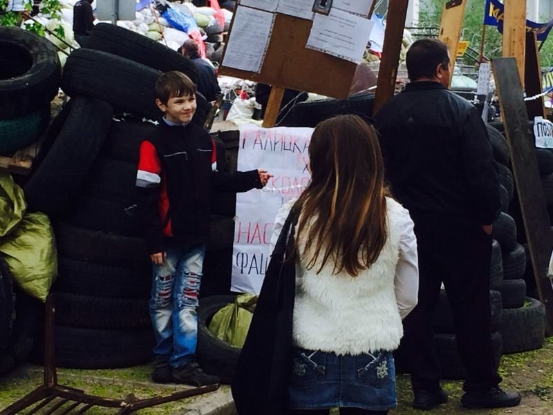 В Мариуполе здание горсовета освободили от захватчиков? (Обновляется+ФОТО, ВИДЕО), фото-31