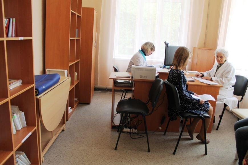 В Артемовске открыли после капитального ремонта поликлинику (ФОТО), фото-12