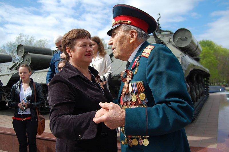 Посетителям белгородского музея-диорамы раздают георгиевские ленты, фото-3