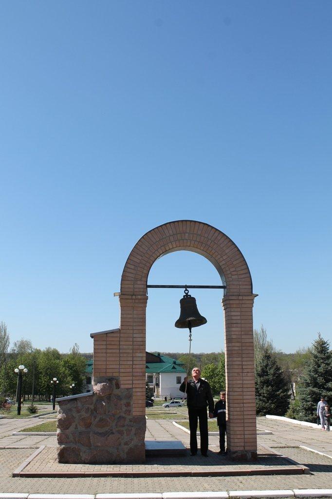 ФОТОФАКТ: в Артемовске возложили цветы к «Колоколу Чернобыля», фото-5