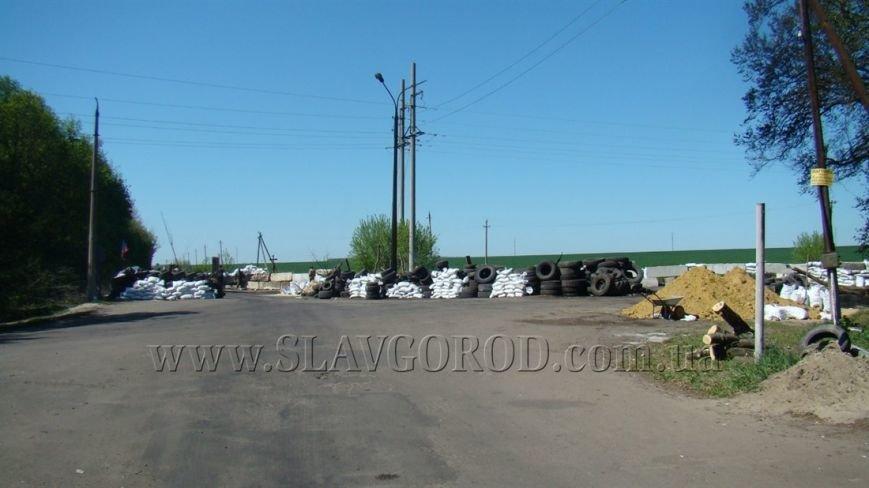 Ополченцы Славянска укрепили сгоревшие баррикады и завезли продукты на блокпост: ждут украинскую армию (фото) - фото 7