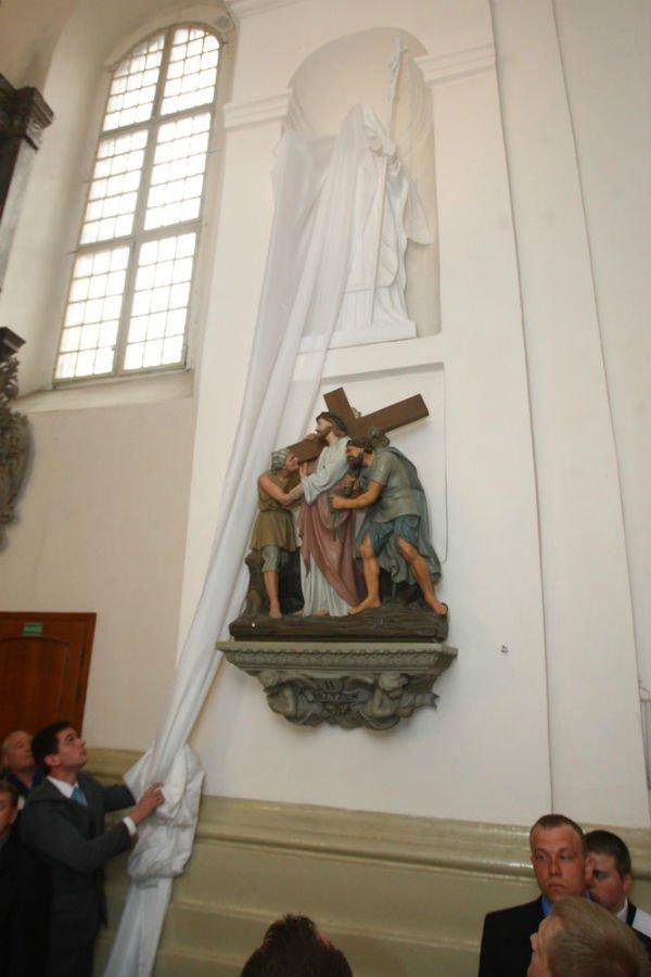 27 апреля в Фарном костеле установили и освятили фигуру Иоанна Павла II, фото-2