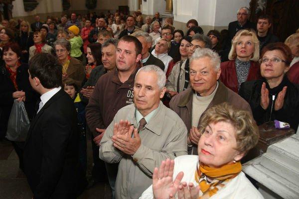 27 апреля в Фарном костеле установили и освятили фигуру Иоанна Павла II, фото-4