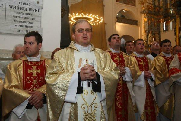 27 апреля в Фарном костеле установили и освятили фигуру Иоанна Павла II, фото-1
