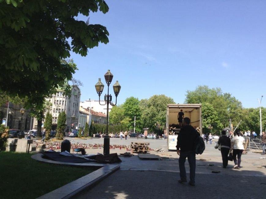 У Львові розібрали сцену Євромайдану на частинки (ФОТО), фото-1