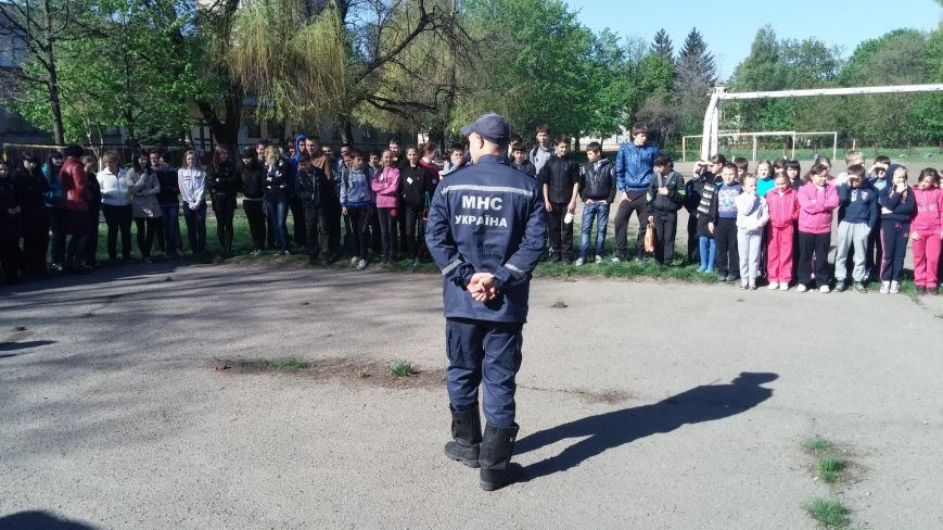 Спасатели тушили «пожар» во дворе Днепродзержинской школы № 12, фото-1