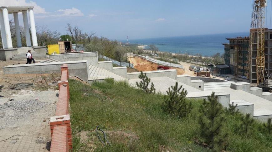 Новая лестница, ведущей от центральной аллеи Приморского парка к городскому пляжу, г.Ильичевск